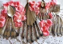 Gyönyörű ezüstözött evőeszköz készlet