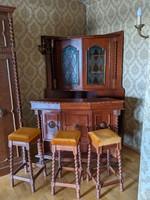 Sarok-bárszekrény mozgatható pulttal és 3 bárszékkel