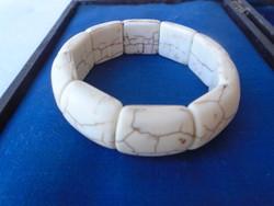 Fehér cirmos  howlit köves karkötő, elasztikus szállal.vastag és széles 245 ct  2 cm aki fogyni szer