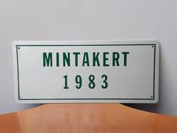 MINTAKERT 1983 retro aluminium fémtáblácska a gondozott kertes udvaros házak minősítése volt