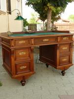 Gyönyörű antik íróasztal tökéletes statikai állapotban az 1800-s évekből, erdeti zárakkal, díszekkel