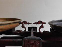 Régi konyhai öntött vas mérleg