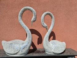 Tükörmozaikkal borított hattyú szoborpáros