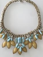 Divatos nyakék finom színekkel, ragyogó kristályokkal, jelzett BR design