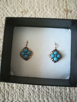 Antique 14k gold earrings with turquoise stone.