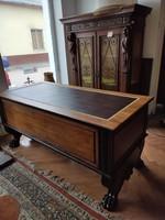 Oroszlánkörmös felújított íróasztal