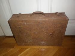 Régi fém szerszámos táska