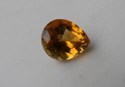 Természetes sárgásbarna Turmalin ásványból csiszolt drágakő. 0,83 ct