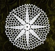 Horgolt csipke terítő kézimunka lakástextil dekoráció kis méretű terítő asztal közép 14 cm