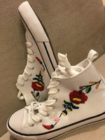 Kalocsai mintás kézzel hímzett vászoncipő