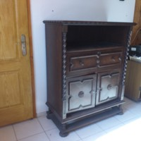 Colonial chest of drawers, shelf with wooden chest of drawers, wardrobe, sideboard.