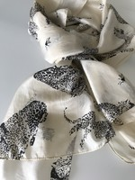 100% selyem ekrü színű sál gepárd mintával, 180 x 45 cm