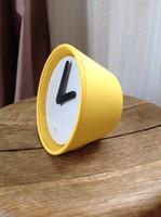 Older design yoke clock with sensor sensor, lit.