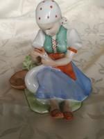Zsolnay porcelán,libatömő lány!