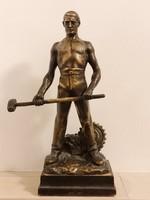 Statue of Gyula Betlen