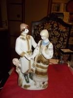 Népviselit öltözetű porcelán páos
