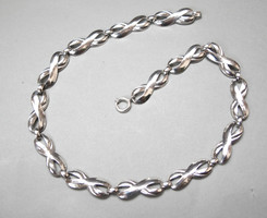 Mutatós ezüst nyaklánc.