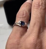 1 Forintról! 14 karátos fehér arany gyűrű zafírral és 2 db accant csiszolású gyémánttal.