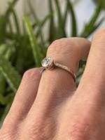 Art deco platinum soliter ring with 0.7 carat snow white diamonds!