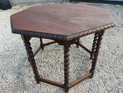 For sale an octogon-shaped colonial smoking table. Furniture in good condition. Dimensions: 95 cm x 65 cm high