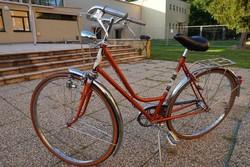 Gyönyörű Női Agyváltós Svájci Kerékpár eladó, cserélhető!