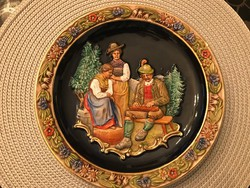 A faience decorative plate that can be hung on a wall with a very nice convex pattern.