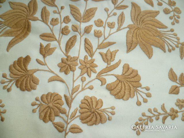 eb0b170575 Úri hímzett díszpárna huzat - Carpets & Rugs, Textiles | Galeria ...
