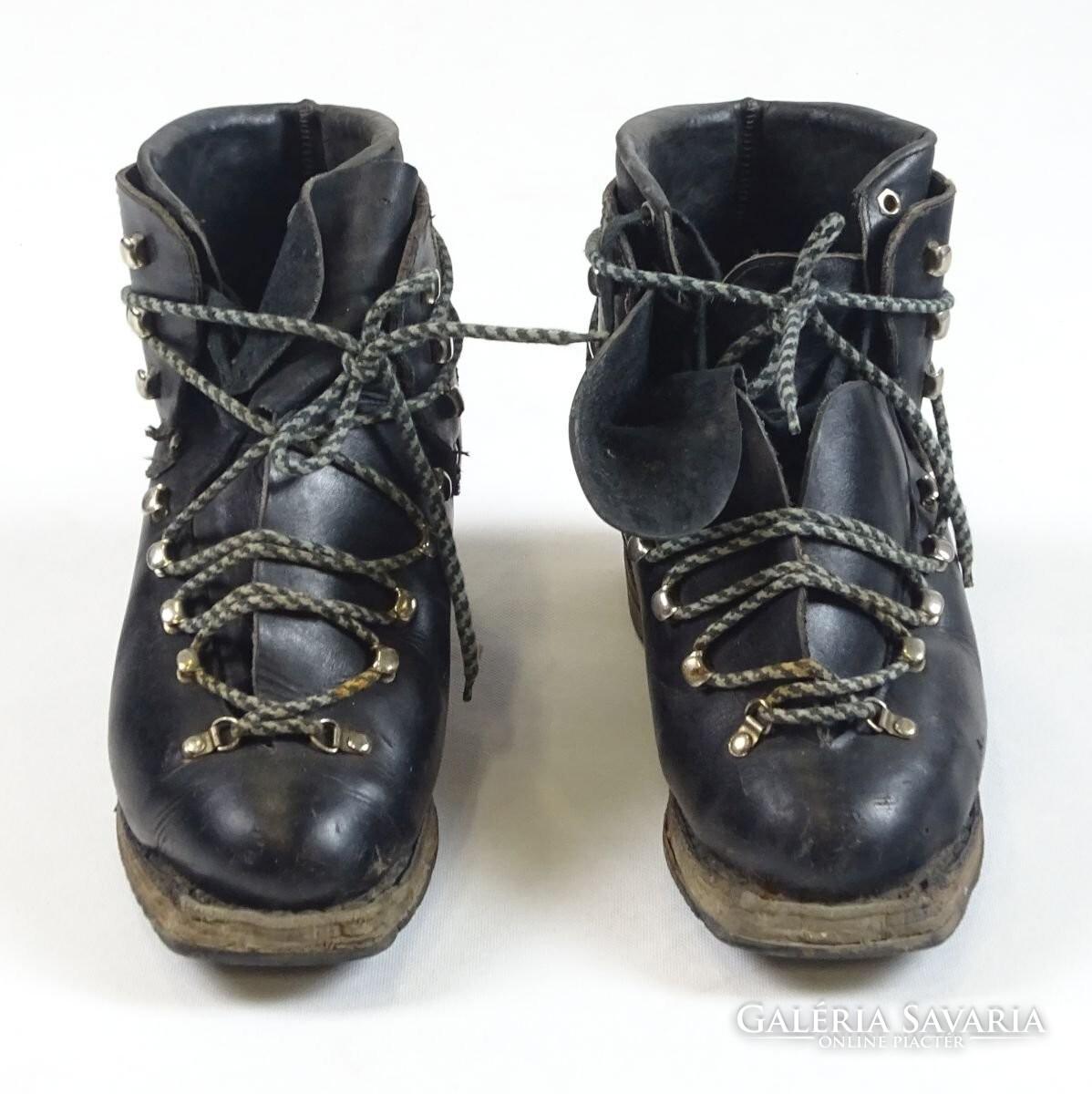 0T496 Régi WAKA felcsatolható bőr sícipő síbakancs - Gardrób ... f1d4f4e33c