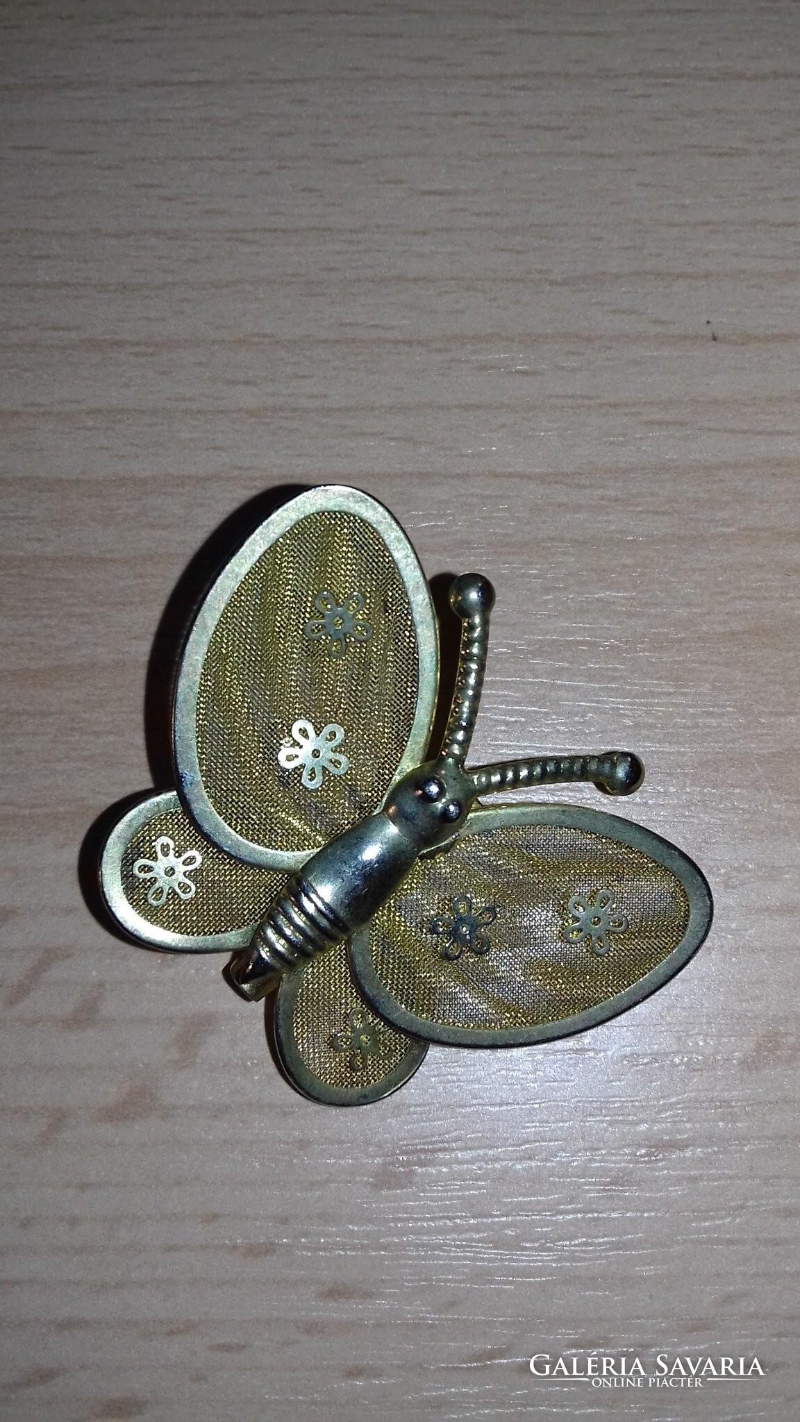 e73a513008 Pillangó alakú fém kitűző, bross 089 - Ékszer | Galéria Savaria ...